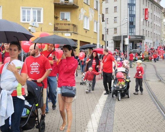 Hrdí na rodinu: Bratislava znovu ožila kočíkmi a deťmi